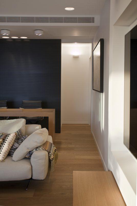 APARTMENT TLV 1 LIVING ROOM 2