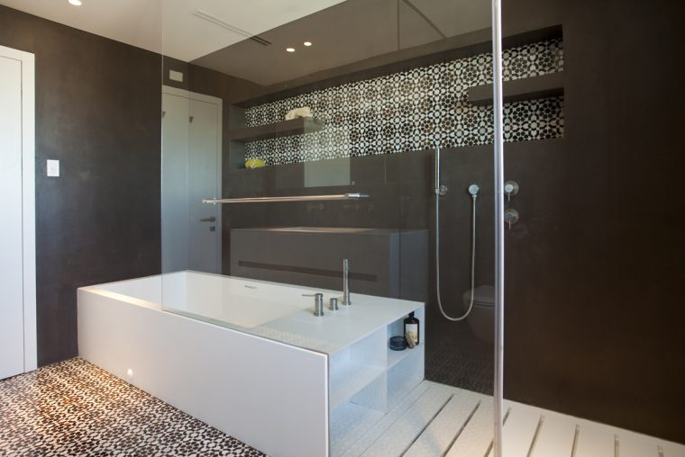 W40 BATHROOM 1